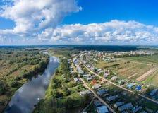 Ansichten der Dörfer auf dem Fluss Mologa Stockfotografie