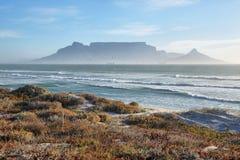 Ansichten des Tafelbergs an der Dämmerung Stockfoto