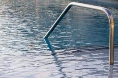 Ansichten eines Swimmingpools Stockbilder