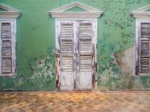 Ansichten um Scharloo - alte Tür Stockbilder