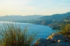 Ansichten von den Klippen von Cerro Gordo in Spanien lizenzfreie stockfotos