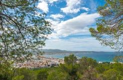 Ansichten von der Seite des Hügels in der Nähe in St. Antoni de Portmany Balearic Islands, Ibiza, Spanien Stockfotografie