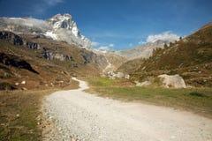 Ansichten von Matterhorn von der italienischen Stadt von Breuil-Cervinia Lizenzfreies Stockfoto
