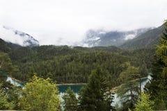 Ansichtlandschaft des Waldes und des Blindsee ist ein See auf Berg von Tirol, Österreich Lizenzfreie Stockbilder