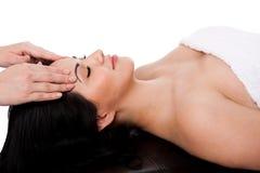 ansikts- massagebehandling Arkivbild