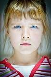 Ansikts- stående av en caucasian flicka med blåa ögon Royaltyfri Fotografi