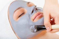 Ansiktsbehandlingen maskerar royaltyfria foton