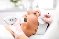 Ansiktsbehandlingen skurar, exfoliation, föryngring, royaltyfri fotografi