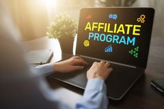 Ansluta programmet som marknadsför och annonserar affärsidé på skärmen arkivfoto