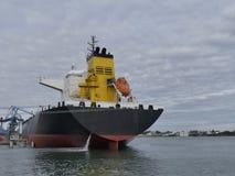 Anslutit tankfartygskepp Arkivbild