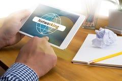 Anslutning för global kommunikation som knyter kontakt den globala världen Fotografering för Bildbyråer