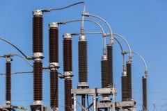 Anslutningar för elektricitetstransformator arkivbilder