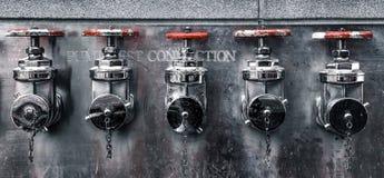 Anslutningar för prov för Fem-väg släta brandpump royaltyfri foto