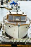 Anslutningsfartyg på marina Royaltyfri Foto