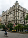 The Ansonia building and taxi on the street Stock Photography