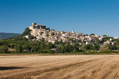 Ansouis村庄在法国的南部的 库存照片