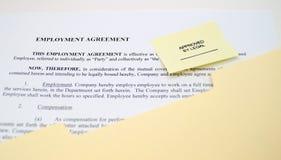 Anställningöverenskommelse som är godkänd vid lagligt Royaltyfri Bild