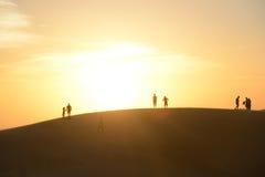 Anstarren entlang der Sonne Stockbilder