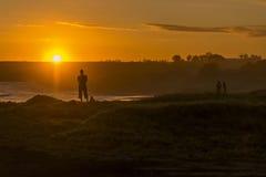 Anstarren entlang der Sonne Stockfotografie