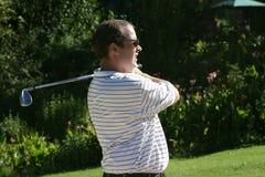 Anstarrender Golfspieler Stockfoto