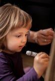 Anstrich des kleinen Mädchens Lizenzfreie Stockbilder