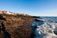anstruther海岸接踵而来的苏格兰浪潮 免版税库存照片