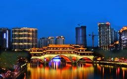 Ansun constrói uma ponte sobre a cidade de Chengdu, Sichuan China imagens de stock royalty free