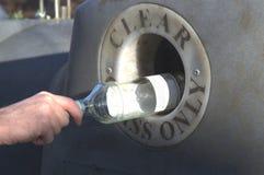 Ansvarigt glass återvinningbegrepp Arkivbilder