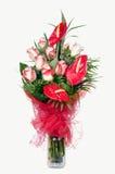 Antúrio vermelho e rosas cor-de-rosa Fotografia de Stock