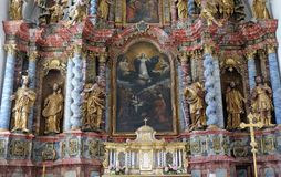 Antagande av den jungfruliga Maryen, altare i domkyrka av antagandet i Varazdin, Kroatien royaltyfria foton