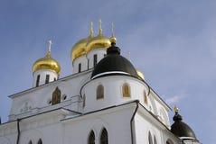 1507 1533 antagande byggde domkyrkaår Kreml i Dmitrov, forntida stad i Moskvaregion Arkivfoto