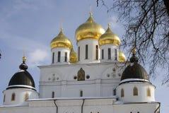 1507 1533 antagande byggde domkyrkaår Kreml i Dmitrov, forntida stad i Moskvaregion Fotografering för Bildbyråer