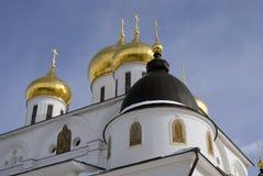 1507 1533 antagande byggde domkyrkaår Kreml i Dmitrov, forntida stad i Moskvaregion Arkivbild