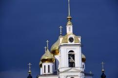 1507 1533 antagande byggde domkyrkaår Kreml i Dmitrov, forntida stad i Moskvaregion royaltyfria bilder
