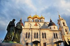 1507 1533 antagande byggde domkyrka?r Kreml i Dmitrov, forntida stad i Moskvaregion arkivbilder
