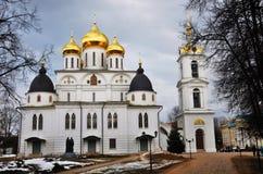 1507 1533 antagande byggde domkyrka?r Kreml i Dmitrov, forntida stad i Moskvaregion arkivbild