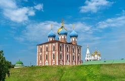 Antagandedomkyrka av den Ryazan Kreml i Ryssland Royaltyfri Bild