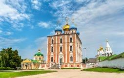 Antagandedomkyrka av den Ryazan Kreml i Ryssland Royaltyfria Bilder
