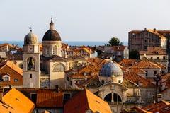 Antagandedomkyrka, kyrka av helgonet Blaise och Klocka torn i den gamla delen i Dubrovnik, Kroatien Arkivbild
