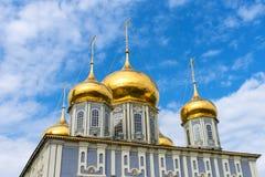Antagandedomkyrka och klockatornet av Tula Kremlin arkivfoto