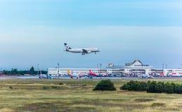 Antalya, die Türkei -18 im Mai 2018; Internationaler Antalya-Flughafen, den das Passagierflugzeug landet Antalya die Türkei stockbilder