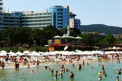 Antalya, die TÜRKEI - 22. Juli: Setzen Sie auf den europäischen Ufern für Schwimmen am 22. Juli 2014 auf den Strand Stockfotografie