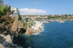 Antalya-Kaleici: Λιμάνι και οι παλαιοί τοίχοι πόλεων με τη θάλασσα Mediterranian, στην Τουρκία Στοκ εικόνες με δικαίωμα ελεύθερης χρήσης