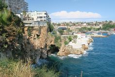 Antalya-Kaleici: Λιμάνι και οι παλαιοί τοίχοι πόλεων με τη θάλασσα Mediterranian, στην Τουρκία Στοκ Φωτογραφίες
