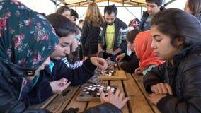 Antalya - Kas, ΤΟΥΡΚΙΑ ΤΟ ΔΕΚΈΜΒΡΙΟ ΤΟΥ 2016: Τα κινέζικα πηγαίνουν, εργαστήριο παιχνιδιών weiqi με τους σπουδαστές Στοκ Εικόνες