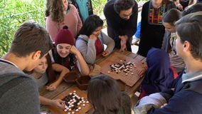 Antalya - Kas, TURKIJE DECEMBER 2016: Chinees gaat, de workshop van het weiqispel met studenten stock foto