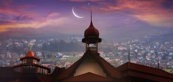 antalya kemer清真寺日落火鸡 城市克里姆林宫横向晚上被反射的河 库存照片
