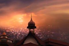 antalya kemer清真寺日落火鸡 城市克里姆林宫横向晚上被反射的河 图库摄影