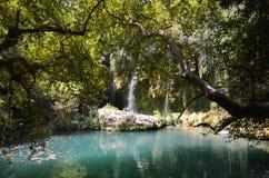 Antalya Kursunlu vattenfallunder av naturen, ett kallt ställe i den varma sommarflykten Arkivfoton