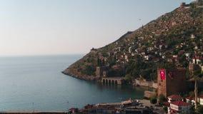 Antalya-Stadt-Strand-Schloss und Wände von der Luft stock video